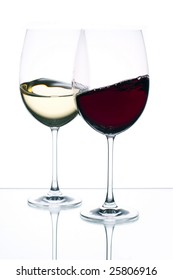 Red and white wine in movement