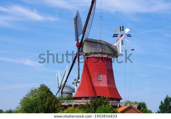 red-windmill-northern-germany-600w-19038