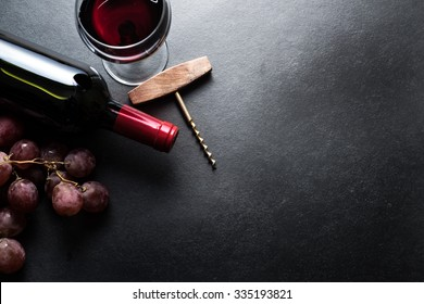 Red wine and grapes border background
