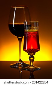 The red wine on  black glass table
