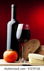 red wine,bread,tomato,cheese