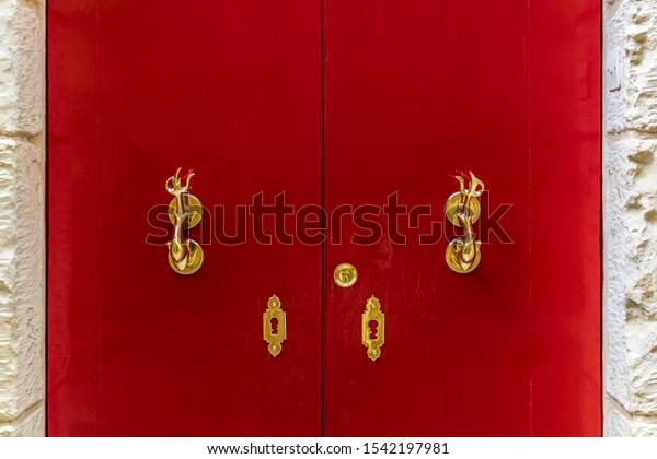 red-wooden-door-golden-vintage-600w-1542
