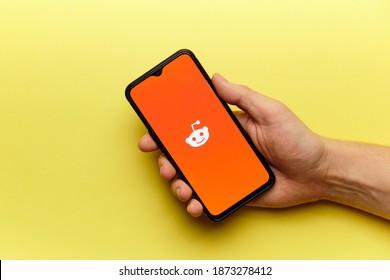 reddit social network logo on mobile phone screen. russia, st.petersburg, 8 december 2020.