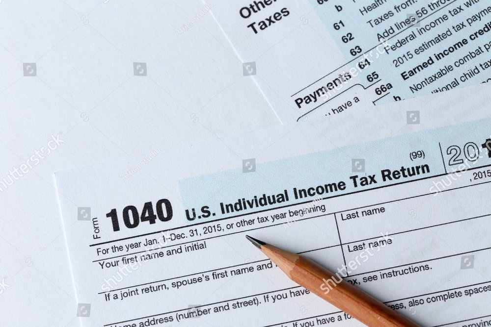 1040 Individual Income Tax Return Form For 2015 Year With A Pencil