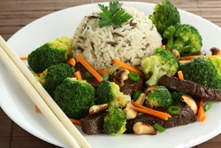 Plate with chinese beef, broccoli and carrot