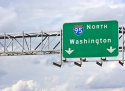 A sign marking the Interstate 95 North route to Washington DC.