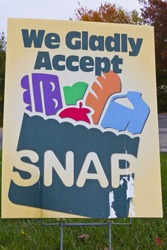 Indianapolis - Circa November 2013: A Sign at a Retailer - We Gladly Accept SNAP