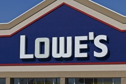 Indianapolis - Circa April 2016: Lowe's Home Improvement Warehouse. Lowe'??s Helps Customers Improve the Places They Call Home I