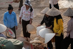 HAI DUONG, VIETNAM, February 16, 2016 rural women Hai Duong, trading in a conical hat, the rural market