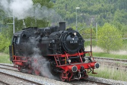 steam engine in move