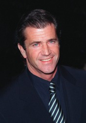 "28JAN99:  Actor MEL GIBSON at the world premiere, in Los Angeles, of his new movie ""Payback"" in which he stars with Maria Bello, Deborah Kara Unger & Lucy Liu.  Paul Smith / Featureflash"