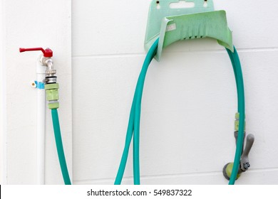 Reel of hose pipe and spraying head on the wall