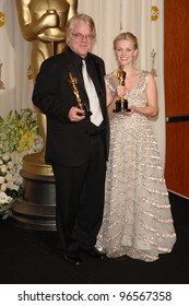 REESE WITHERSPOON & PHILIP SEYMOUR HOFFMAN at the 78th Annual Academy Awards at the Kodak Theatre in Hollywood. March 5, 2006  Los Angeles, CA  2006 Paul Smith / Featureflash