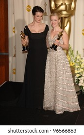 REESE WITHERSPOON (right) & RACHEL WEISZ at the 78th Annual Academy Awards at the Kodak Theatre in Hollywood. March 5, 2006  Los Angeles, CA  2006 Paul Smith / Featureflash