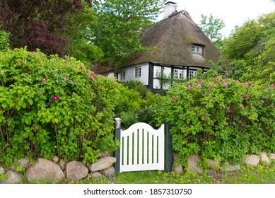 Reetdachhaus in Sieseby an der Schlei, Schleswig-Holstein, Deutschland - Shutterstock ID 1857310750