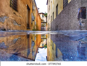 Reflection in the street of Lucca.