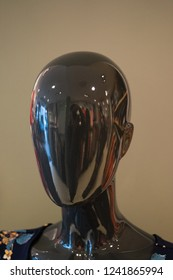 Reflective mannequin head
