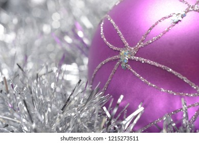 Reflective straws and Christmas balls