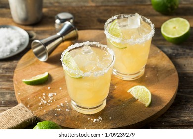 Refreshing Mexican Tequila Margarita with LIme and Salt
