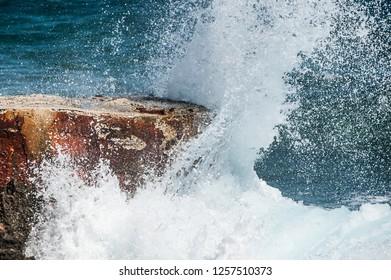 Refreshing wave splash