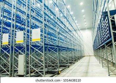 Refrigerated and freezing warehouse