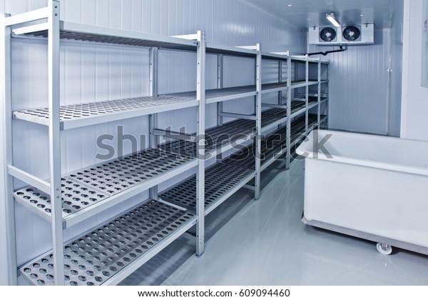 Kühlhaus. Raum für die Herstellung von Eis und die Lagerung von Lebensmitteln.