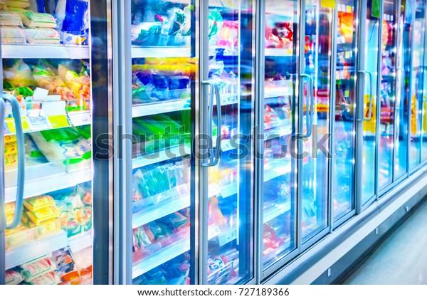Kühlschrank im Supermarkt