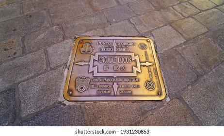 """Reggio Emilia, Emilia Romagna, Italy - 03.01.2021: The """"Gromae Locus"""" the plaque at the point of origin of Reggio Emilia"""