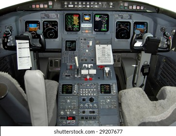 Regional jet flight deck