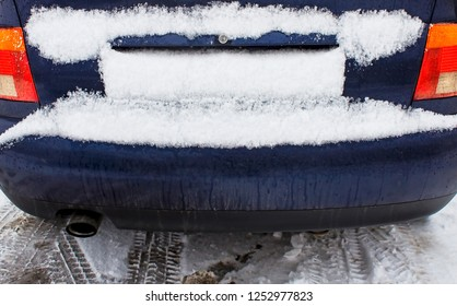 The registration number of the car was covered with a layer of snow