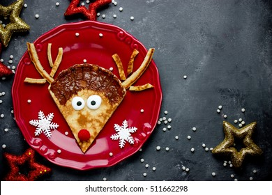 Reindeer pancakes recipe. Christmas fun food for kids. Reindeer pancake for breakfast