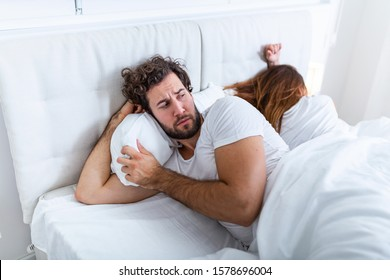 Relationship concept. Young couple lying on the bed. Couple having a fight in the bed. concept about relationship and problems between couples. Sexual frustration. Lovers ignore each other