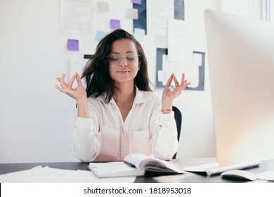 фото девушек за компьютером за работой