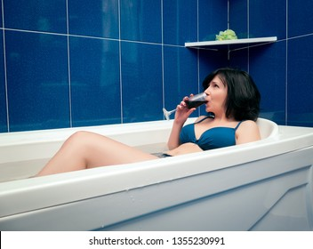 Relaxing in the bathroom with wine
