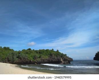A relaxing beach was placed far from the capital city of Yogyakarta, named Sedahan Beach. The best place to run away from the hubbub of Yogyakarta City, Indonesia.