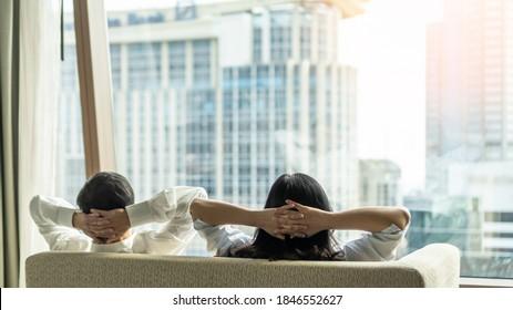 Relaxez le style de vie de couple et relaxez-vous en vous reposant dans un appartement de luxe en copropriété de ville, un appartement en copropriété urbain ou une tour d'hôtel d'affaires pour un équilibre vie-travail et un concept de qualité de vie