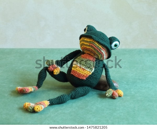 Ravelry: Fred the Amigurumi Frog pattern by Maarja Härsing-Värk | 499x600
