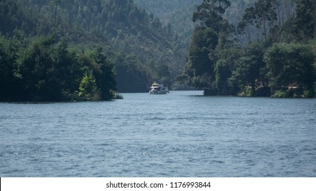 Relaxing the Portuguese river Douro 2018