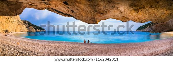 Entspannen Sie vor dem Sonnenuntergang am schönsten Strand Griechenlands - Porto Katsiki in Lefkada