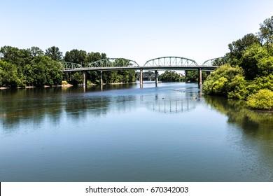 Relaxing View of Albany Bridge