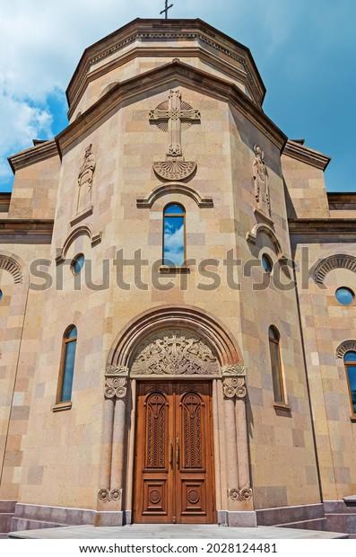 religious-ornament-facade-central-entran