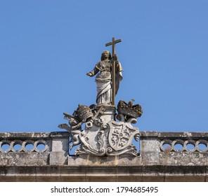 Statue de pierre religieuse sur un bâtiment de Tui, Pontevedra, Espagne