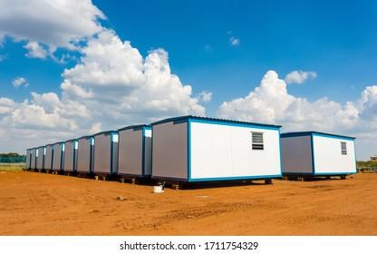 Bâtiments mobiles amovibles utilisés comme bureaux préfabriqués sur les chantiers de construction et autres équipements
