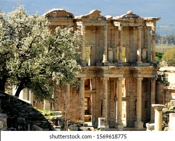 Remained ancient library in Ephesus city in Selcuk. Efes is an UNESCO World Heritage Site and tourism attraction in Turkey.