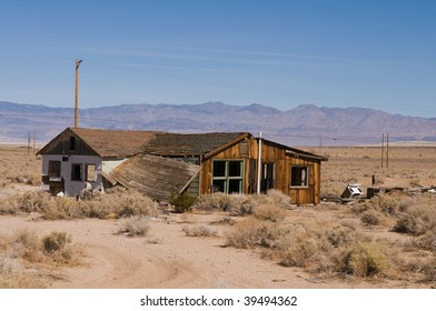 The remains of an abandoned house, Olantha, California