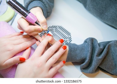 Remove Old Nail Polish, manicure. Milling of nails. Removing the nail plate with a milling machine.
