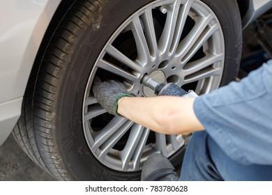 Remove the wheel using the wind block.