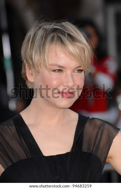 "Renee Zellweger at the Los Angeles premiere of her new movie ""Bee Movie"" at the Mann Village Theatre, Westwood. October 29, 2007  Los Angeles, CA Picture: Paul Smith / Featureflash"