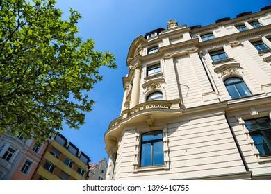 renovated old buildings, beautiful old houses in Munich, Lehel