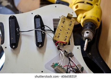 Repair the guitar
